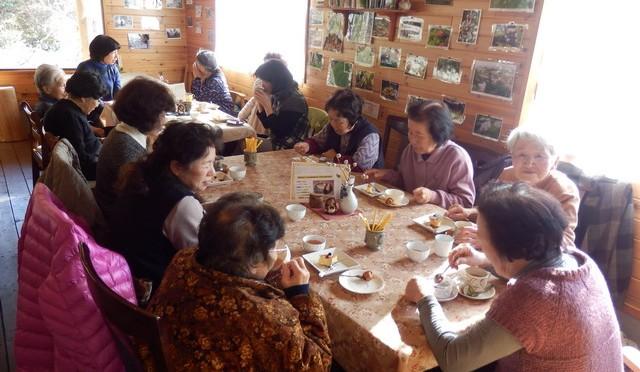 おばちゃん達の「井戸端会議」(3月3日)